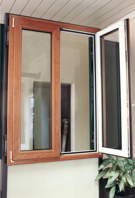 Finestre in alluminio officine bacigalupi srl for Finestra legno bianco