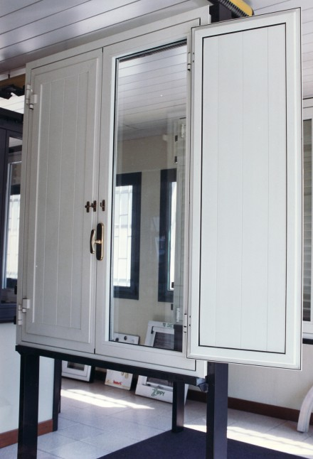 Finestre in alluminio officine bacigalupi srl - Scuri per finestre ...