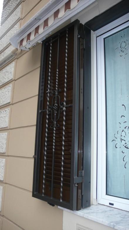Protezioni per serramenti officine bacigalupi srl - Protezioni per finestre ...